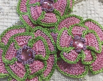 3  APPLIQUE CROCHET FLOWERS.
