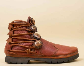 70s 80s Vtg Mens Cognac Genuine Leather + Deer Antler Button Rugged MOCCASIN Ankle Boot / Burning Man Boho Hippie Chunky Tread
