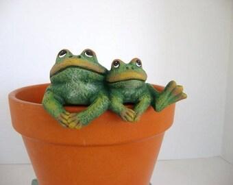 Ceramic flower pot decoration, flower pot hanger, two frogs