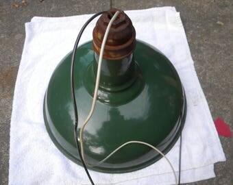 clean vintage 1920s 1930s green porcelain BENJAMIN barn GAS STATION garage farm light lamp free shipping