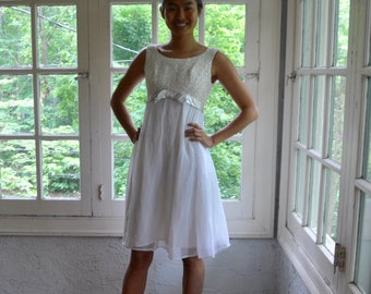White and Silver Mod Party Dress/Vintage 1960s/Floaty Chiffon Mini Dress/Metallic Size xs