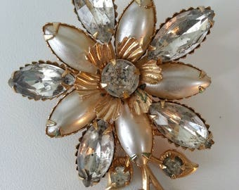 Charming Pearl and Rhinestone Brooch