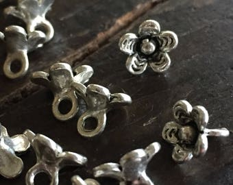 Stratford-on-Avon Tiny Tibetan Silver Daisy Flower Charms (10) - Sweet and So Romantic