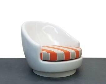 Oversized Fiberglass Egg Indoor Outdoor Mid Century Pool Patio Chair Seats 2