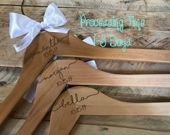 Wedding Dress Hanger, Wooden Engraved Hanger Custom Bridal Hangers, Bridesmaid gift, Wedding Hnager with Names, Custom Made Hangers EHS01