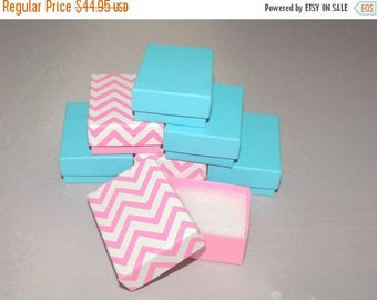 On Sale 100 Robin Egg Blue and Hot Pink Chevron Cotton Filled Jewelry Presentation Gift Boxes size 2.5 x 1.5 x 1, Chevron boxes, Colored rin