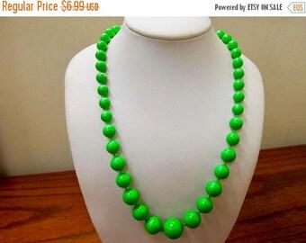 ON SALE Vintage Kelly Green Plastic Graduated Beaded Necklace Item K # 3145