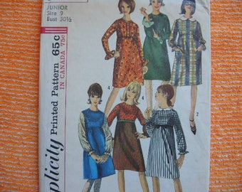 Vintage 1960s Simplicity sewing pattern 6122 Junior one piece dress with detachable collars size 9