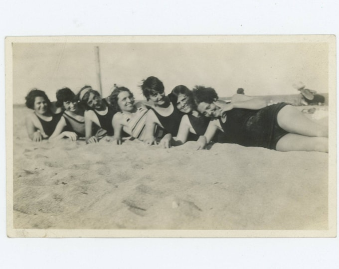 Vintage Snapshot Photo: Swimsuit Gals, c1920s (76585)