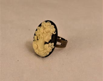 ring with vintage cameo ring in bronze color