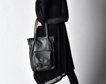 NEW Genuine Leather Black Tote Bag / High Quality   Large Bag with Outside and indeed pockets by AAKASHA A14253