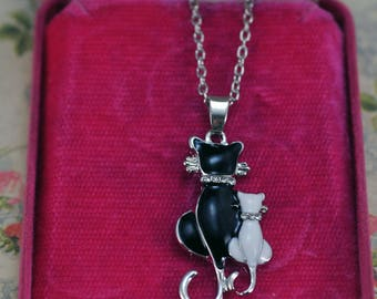Cat Lover Necklace, Perfec Gift for Her  #478-AW