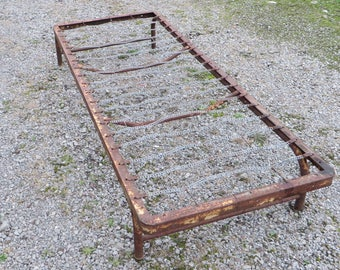 Vintage Camping Cot/Old Yellow Paint/Metal Frame