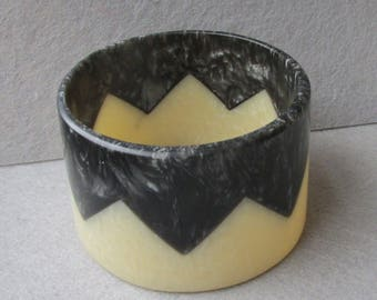 Vintage Art Deco Marbled Glitter Lucite Black & White Chevron Bangle Bracelet