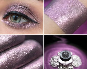 Eyeshadow: A Tireless Pursuer - Dragonblood. Delicate warm lilac eyeshadow by SIGIL inspired.