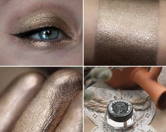 Eyeshadow: Overthrowing Governors - Mountain Thorp. Pinkish-golden-silvery eyeshadow by SIGIL inspired.