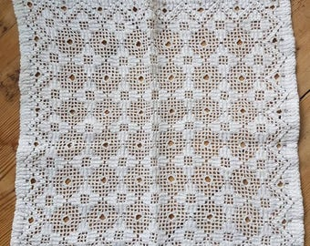 Lovely openwork lace/ näversöm  tablecloth/ dolly in linen  from Sweden