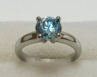 Estate 18K Blue Zircon Ring