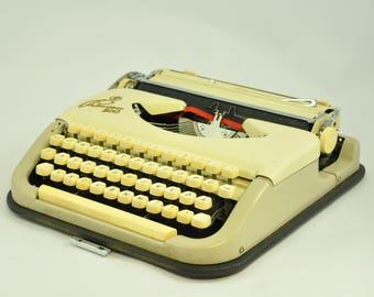 1950s Princess 100 Portable Typewriter with Case, Working Typewriter, Vintage Typewriter, Beige Typewriter, Manual Typewriter, Modernist