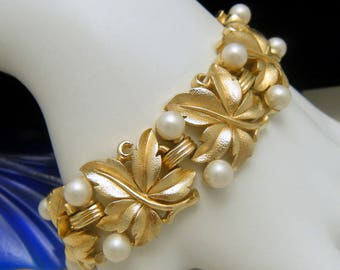 Crown Trifari Vintage Bracelet Faux Pearl Fig Leaf EVE Design Gold Tone