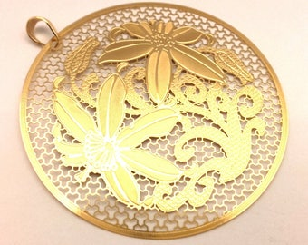 Pendant Openwork Round With Flower Ornament Excellent Work Golden Color (#242)