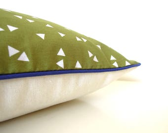 "Cushion cover "" Small triangles green back, ecru glittery linen and blue piping """