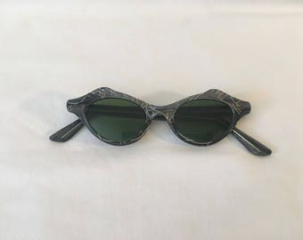 FLASH SALE Vintage 1950's Cat Eye Sunglasses