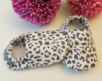 Baby Booties, Baby Gifts, Pink Baby Girl Shoes, Baby Crib Shoes, Baby Moccs, Baby Shoes, Leopard Baby Slippers, Cheetah Baby Girl Slippers