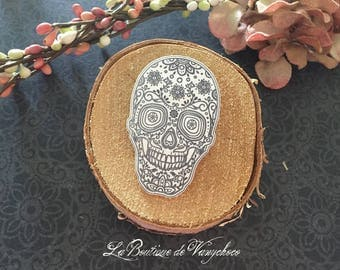 "Plastic ""head of death santa muerte"" brooch"