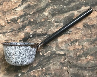 rustic graniteware scoop ~ enamelware scoop ~ graniteware ladle ~ dog food scoop ~ water dipper ~ antique scooper ~ farmhouse antique