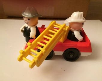 Vintage 1970-80s  FISHER PRICE Little People Fire Engine  2 Firemen Plastic