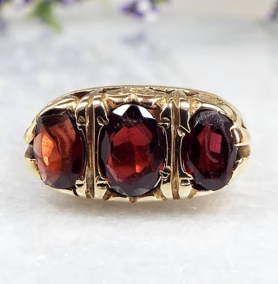 Vintage / 1971 9ct Yellow Gold Garnet Trilogy Statement Love Heart Ring / Size N 1/2