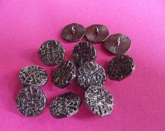 10 buttons metal 18 mm in diameter, chiseled shank attachment.