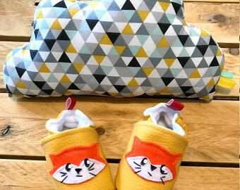 kit naissance, chaussons renards  taille 3/ 6 mois 18/19 et coussin nuage coton et polaire douce