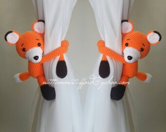 A pair of Fox curtain tie back.  Crochet tie back. (Both side)  MADE TO ORDER***