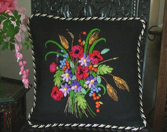 Floral Interlude Pillow crewel kit (Carolyn Barrani)