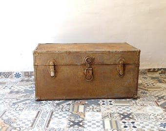 Antique Steamer Trunk, Treasure Chest, Metal Trunk, Pirate Chest, Trunk Chest, Storage Trunk, Wooden Chest, Coffe Table, Old Metal Chest