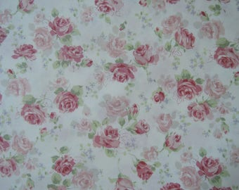 "Fat Quarter of Yuwa Live Life Collection Roses Fabric on Cream Background. Approx. 22"" x 18"" Made in Japan."