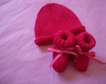 Keychain baby hat and booties in cashmere hand made fuchsia