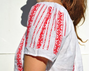 Peasant blouse, vintage peasant top, folk peasant blouse, embroidered blouse, Balkan peasant blouse, white peasant blouse, ethnic clothing