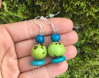 Ethnic earrings made with exotic seeds (pona, tagua, acai)