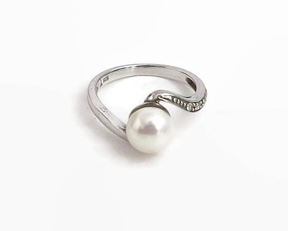 Sterling silver and pearl ring with 4 tiny Cubic Zirconias, white freshwater potato pearl and interesting setting, size N.5 / 7