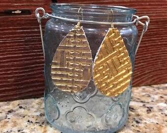 Teardrop leather earrings made of metallic gold basket weave leather