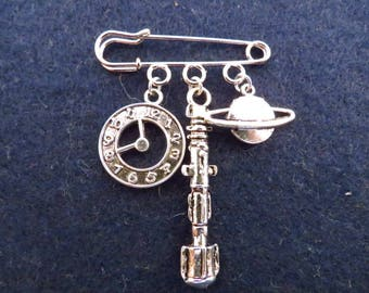 Doctor Who Time Lord kilt pin brooch (38mm)