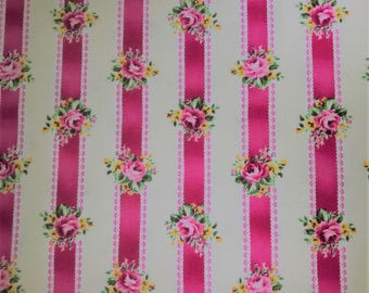 Fabric with red lines and pink roses. Quilt Gate