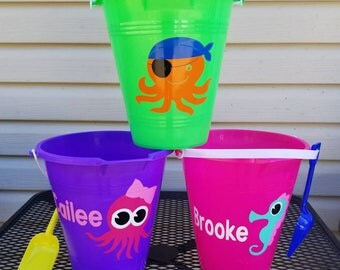 Monogrammed beach bucket with shovel/comes with a name/sand toys/party favors/sand pail/summer/easter bucket/halloween bucket