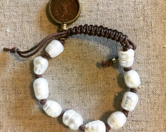 Adjustable pearl bracelet