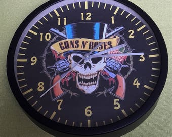 clock wall pattern retro vintage skull guns and roses