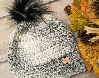 Crochet hat, crochet hat with faux fur Pom pom