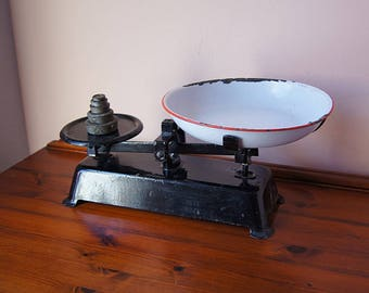 Vintage  iron market scale with metal pan, kitchen scale, grocery scale.
